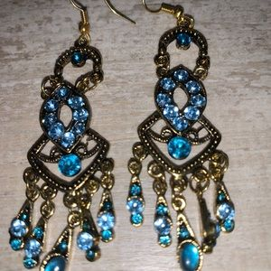 Gorgeous blue rhinestones and cabochons earrings